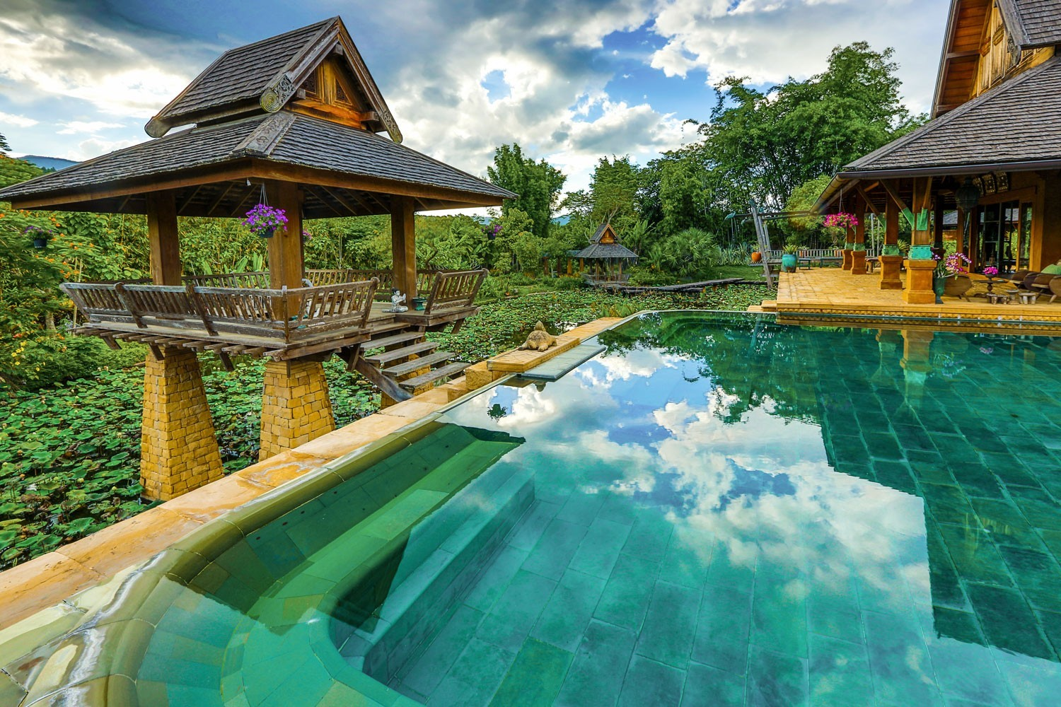 Villa with Private Pool Thailand- Howie's Homestay